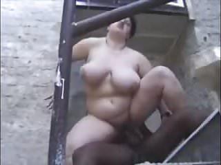 Fette Schlampe mit dicken Eutern anal gefickt