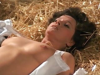 Laura Antonelli nuda nel film Till Marriage Do Us Part
