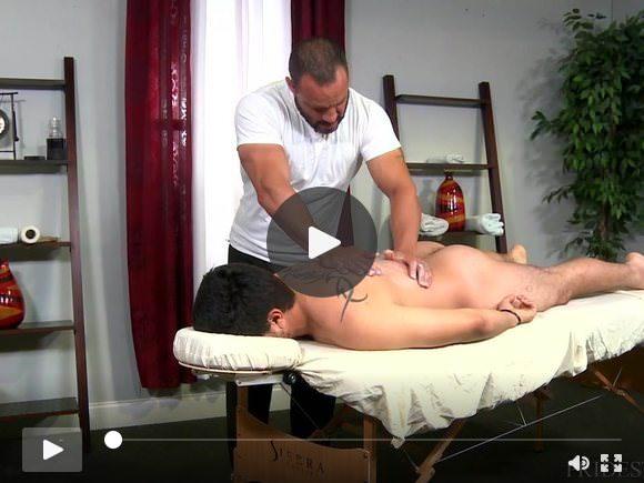 Feriti Jock Dicks Hot papà Massaggiatore sulla Tabella di massaggio