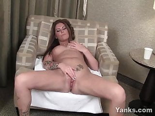 Yanks Tattooed Bella Brookes Masturbates