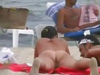 Jolie jeune fille completement nue