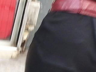 Gros cul dans un pantalon en cuire