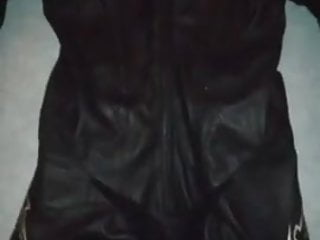 LEATHERSUIT ALPINESTARS AND CUM ON WANK