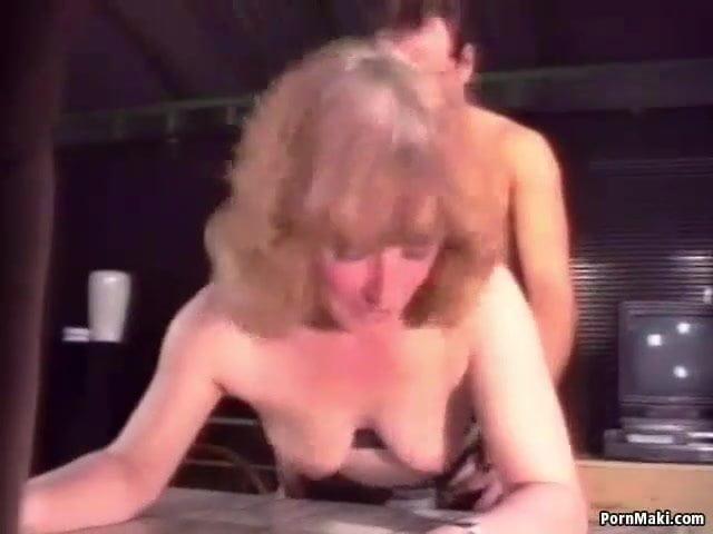 Szőrös anyja seggét dugta meg a fia szex videó
