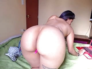 Brunette latina camgirl with an...