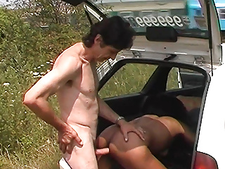ebony milf fucked by taxi driver in public