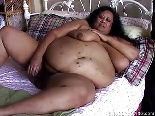 Super sized woman ssbbw frigs her fat cunt...