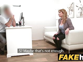 Agente falso La ragazza spagnola con tette enormi vuole una bella scopata
