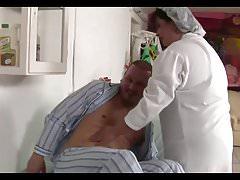 Femei mari de culoare asistentă cur încărcat