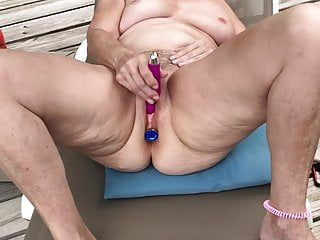 MILF Masturbating outdoors on Deck – Naked, Shaved, Spread