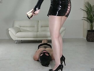 JAV dominatrix Akane treats her slave as a human chair