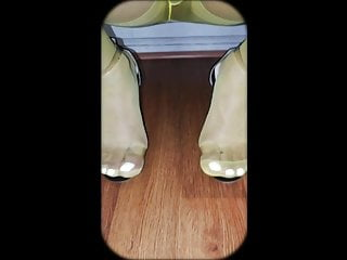 سکس گی Yellow pantyhoses and high heels man  hd videos crossdresser  anal  amateur