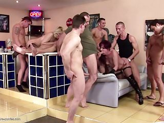 Desperate housewives gets pissing after gangbang...