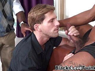 Hunk rides massive black schlong