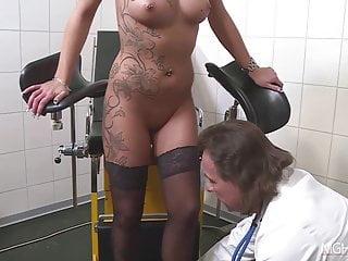 Tatto Milf Gina beim Frauenarzt  Dr. Spreitzer