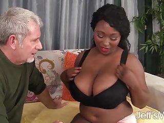 Ebano plumper Marie Leone prende un grosso cazzo