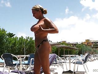 Stranger voyeur at pool and seduce her to...