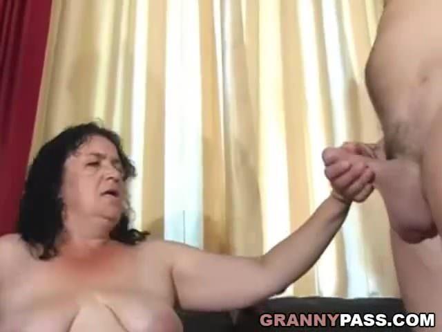 Molett szingli anyuka seggbe dugatta magát a fiával szex videó