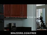 Brazzers - Cheating wife Jeanie Marie fucks stranger