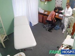 FakeHospital La moglie sposata con problemi di fertilità ha la vagina