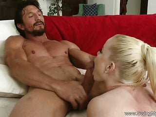 Blonde swinger housewife takes deep...