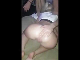 गर्म औरतें उसकी पूसी का स्वाद लेती हैं