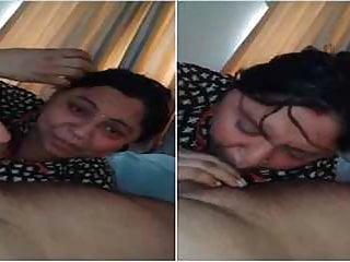 Indian Blowjob Big Tits vid: Indian desi randi prostitute bhabhi blowjob to her client