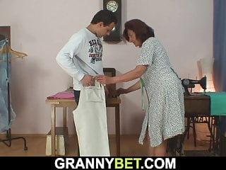 stará čierna babička porno