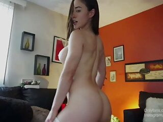 Emyii big squirt white stocking hard and rough sex