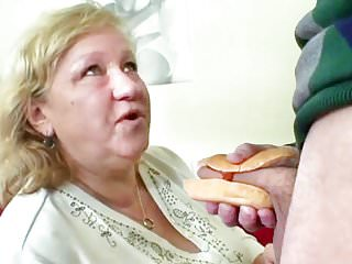 Loves hot dog dick...
