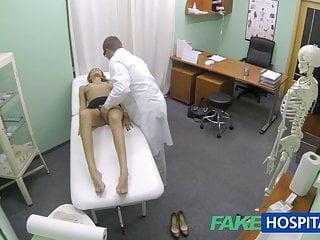 FakeHospital Calda ragazza con grandi tette riceve cure mediche