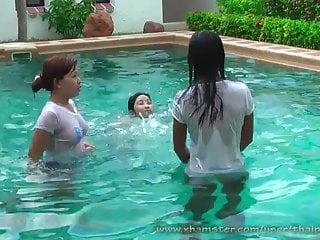 Lio mee and nueng playing in the pool...