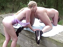 Real German Teen Couple Made own Outdoor Porn in Berlin Park