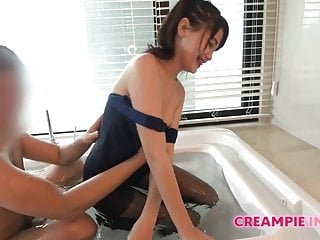 Bareback bang within the tub with sexy Asian bitch