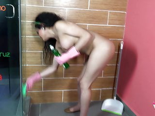 Scrubbing her girl into wanks gloves