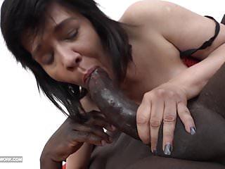 Granny squirting and fucking big likes to blowjob...