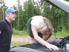 I Fucked Her Finally - Sweet blonde tries to fix the car