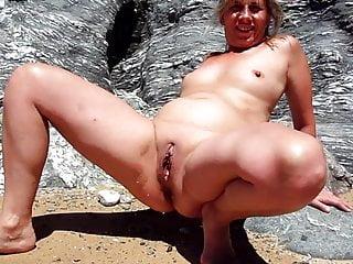 Lisa peeing beach...