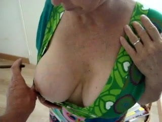 amateur mature cleavage pucs
