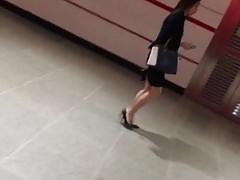 Very chio OL in long skirt