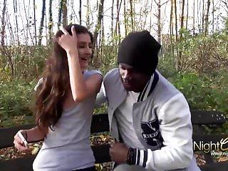 Im Park vom schwarzen Mann abgeschleppt...