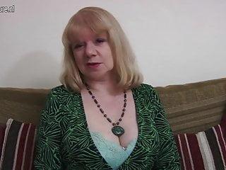 Madre matura britannica bagnata e selvaggia